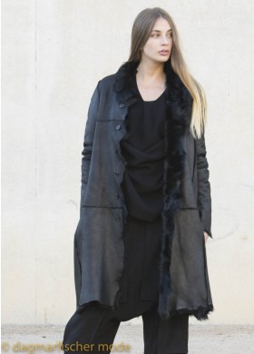Noble coat made of Chekiang lambskin by RUNDHOLZ in black