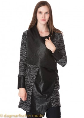Lange Strickjacke in schwarz von ELSEWHERE