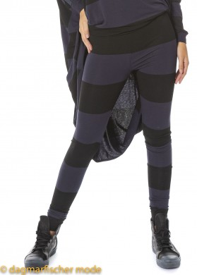 Leggings SNOWFLAKE ON MY FACE von BLACK by K&M in black with ink